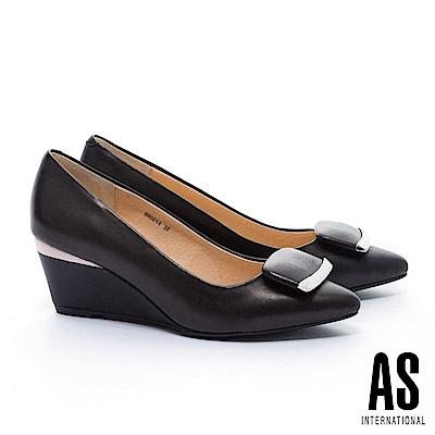 高跟鞋 AS 簡約典雅質感金屬元素方釦羊皮尖頭楔型高跟鞋-黑