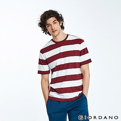 GIORDANO 男裝棉質寬版圓領條紋T恤-04 港口紅/皎雪