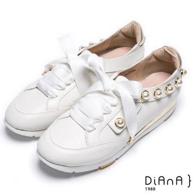 DIANA 活力耀眼--蝴蝶結珍珠鑲邊真皮綁帶休閒鞋-白