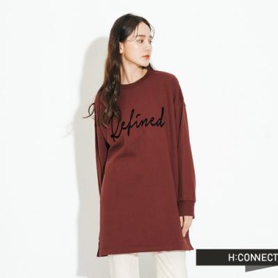 H:CONNECT 韓國品牌 女裝-立體繡字落肩休閒上衣-棕