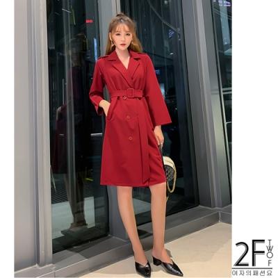 2F韓衣-V領腰扣素面風衣-2色(S-XL)