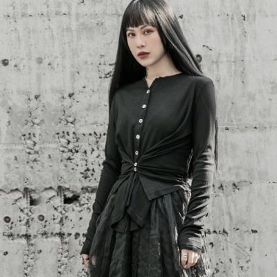 設計所在Style-暗黑風不規則鈕扣短版修身針織開衫