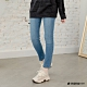 Hang-Ten-女裝-環保再生紗-經典款SLIM FIT修身中腰丹寧褲-淺藍色 product thumbnail 2