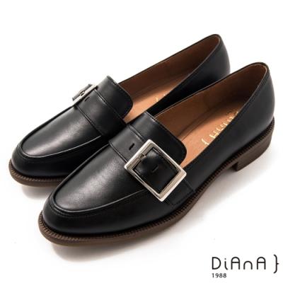 DIANA 3cm質感牛皮寬皮帶釦方尖頭低跟樂福鞋-漫步雲端焦糖美人–絲滑黑