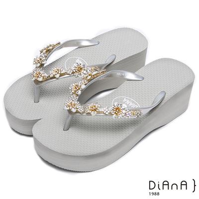 DIANA 清新甜美--粉嫩系耀眼小花鑽飾涼拖鞋-灰