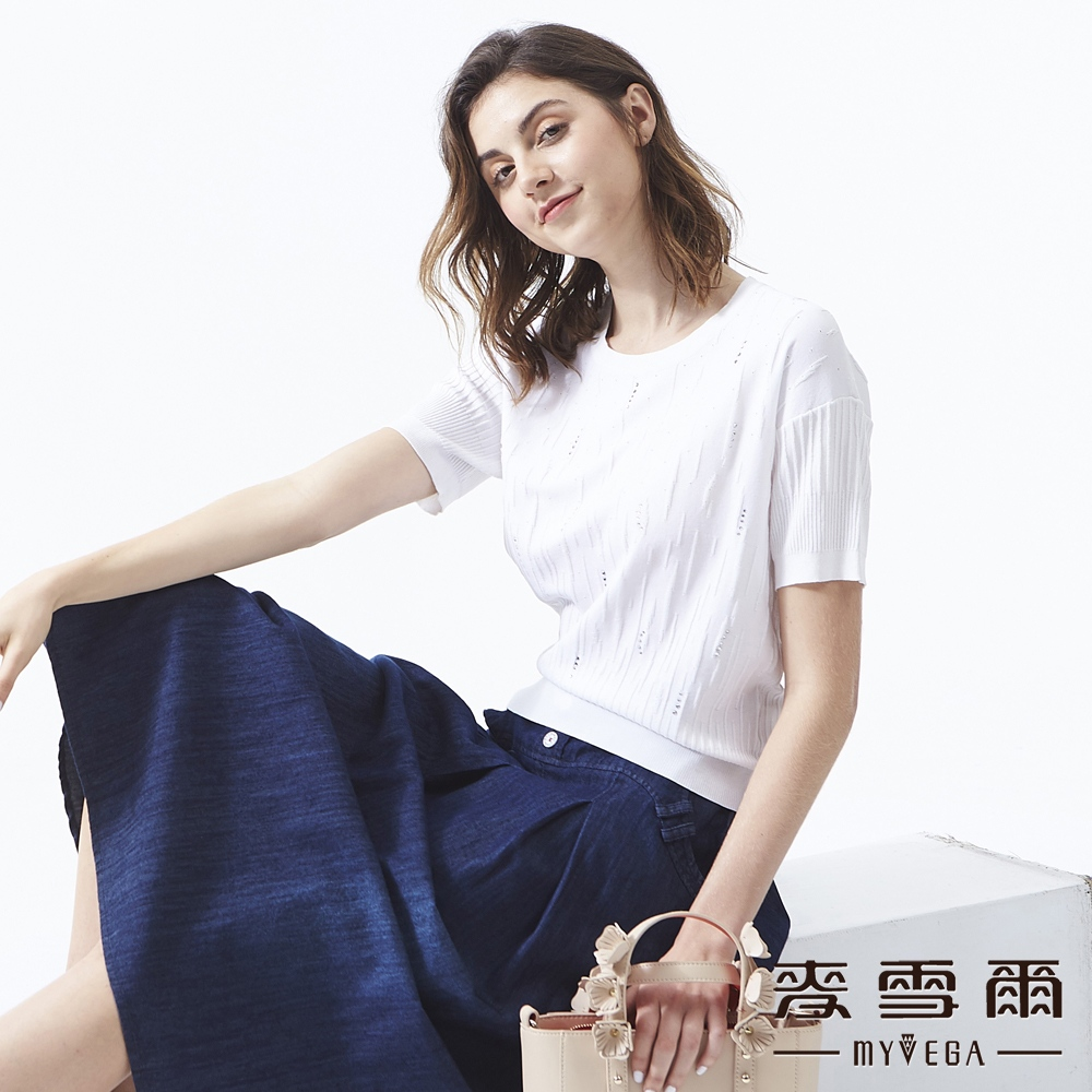 【麥雪爾】立體織紋變化水鑽針織衫-白
