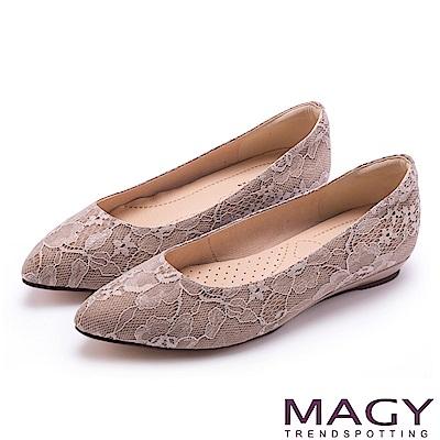 MAGY 清新氣質款 親膚舒適尖頭平底鞋-蕾絲粉