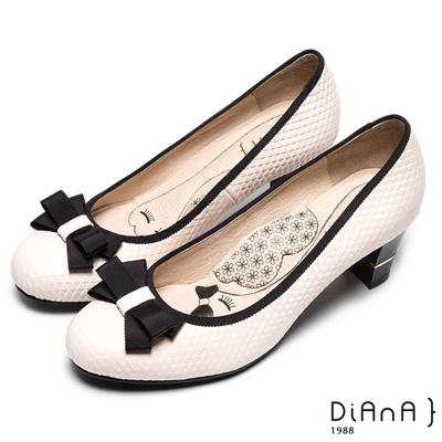 DIANA漫步雲端厚切瞇眼美人--蝴蝶結織帶滾邊真皮跟鞋-米白