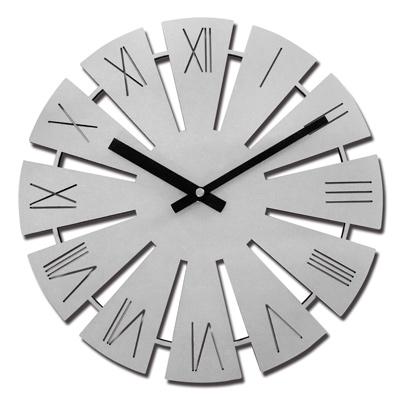 12吋 居家擺飾 輕薄簡約 羅馬時標 鏤空切割設計 餐廳客廳臥室 靜音 圓掛鐘 - 銀色