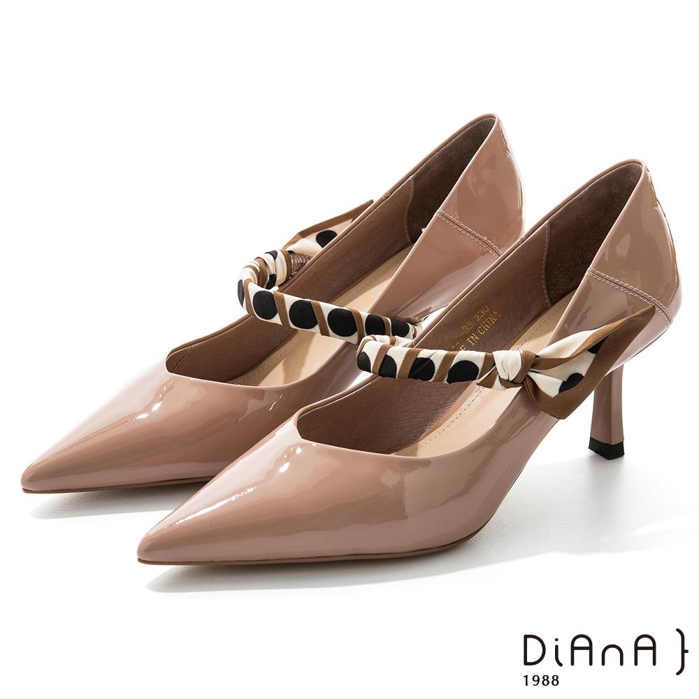 DIANA 7cm羊漆皮幾何繞帶瑪莉珍尖頭跟鞋–都會時尚-裸粉