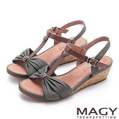 MAGY 異國風情 點點抓皺布面拼接牛皮編織楔型涼鞋-綠色
