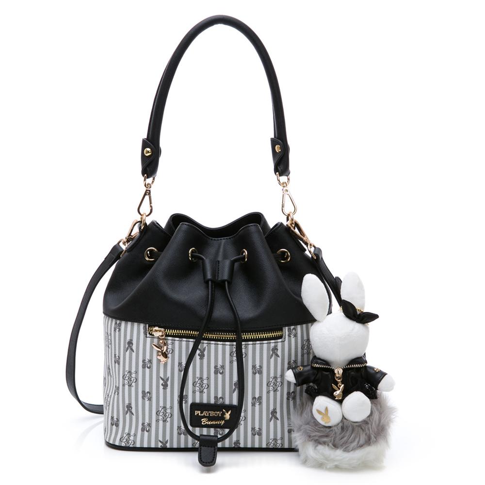 PLAYBOY- 抽繩水桶包 龐克兔系列-黑色