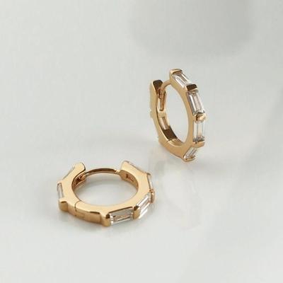 Wanderlust+Co 多個長形鋯石金圈耳環