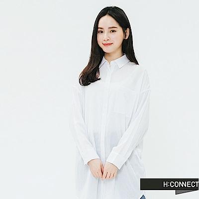 H:CONNECT 韓國品牌 女裝-單口袋後印字長版襯衫-白