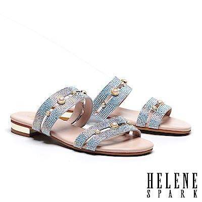 拖鞋 HELENE SPARK 珍珠晶鑽寬版雙帶低跟拖鞋-灰