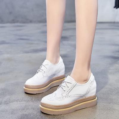 LN 現+預 英倫風真皮雕花厚底鬆糕鞋-2色