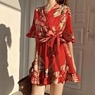 La Belleza熱帶島國樹葉印花V領低胸交叉荷葉袖側腰綁帶縮腰荷葉邊連身短褲裙
