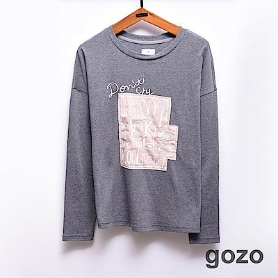 gozo OK塗鴉拼貼刺繡文字長T(灰色)