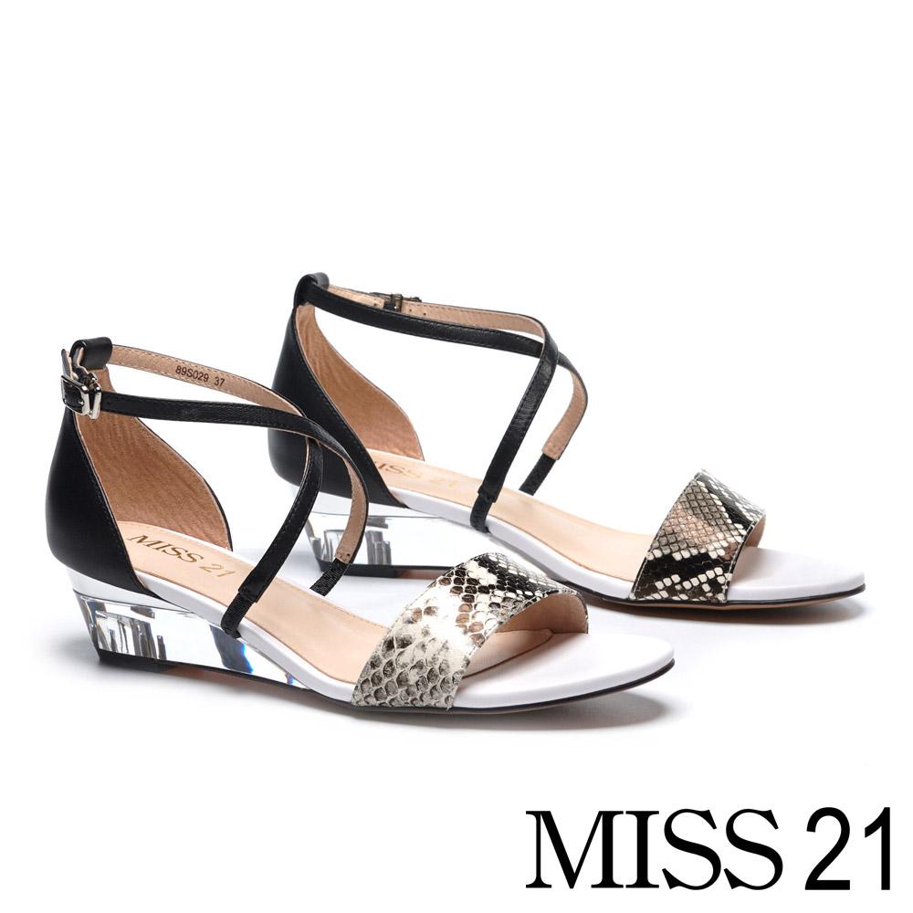 涼鞋 MISS 21 時髦異材質交叉繫帶漆皮蛇紋皮革楔型涼鞋-蛇紋