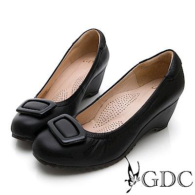 GDC-牛皮大方質感飾釦楔型上班包鞋-黑色