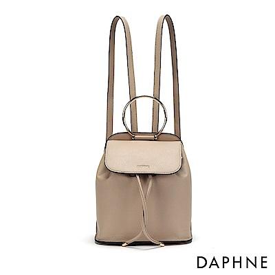 達芙妮DAPHNE-金屬圓環束口後背包-杏
