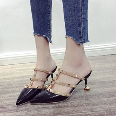 KEITH-WILL時尚鞋館 (現貨) 女人最大薔薇花漾鉚釘羅馬涼鞋-黑色