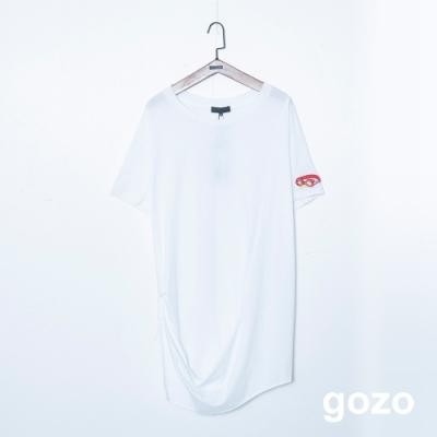 gozo 特殊造型下擺趣味貼布繡上衣(二色)