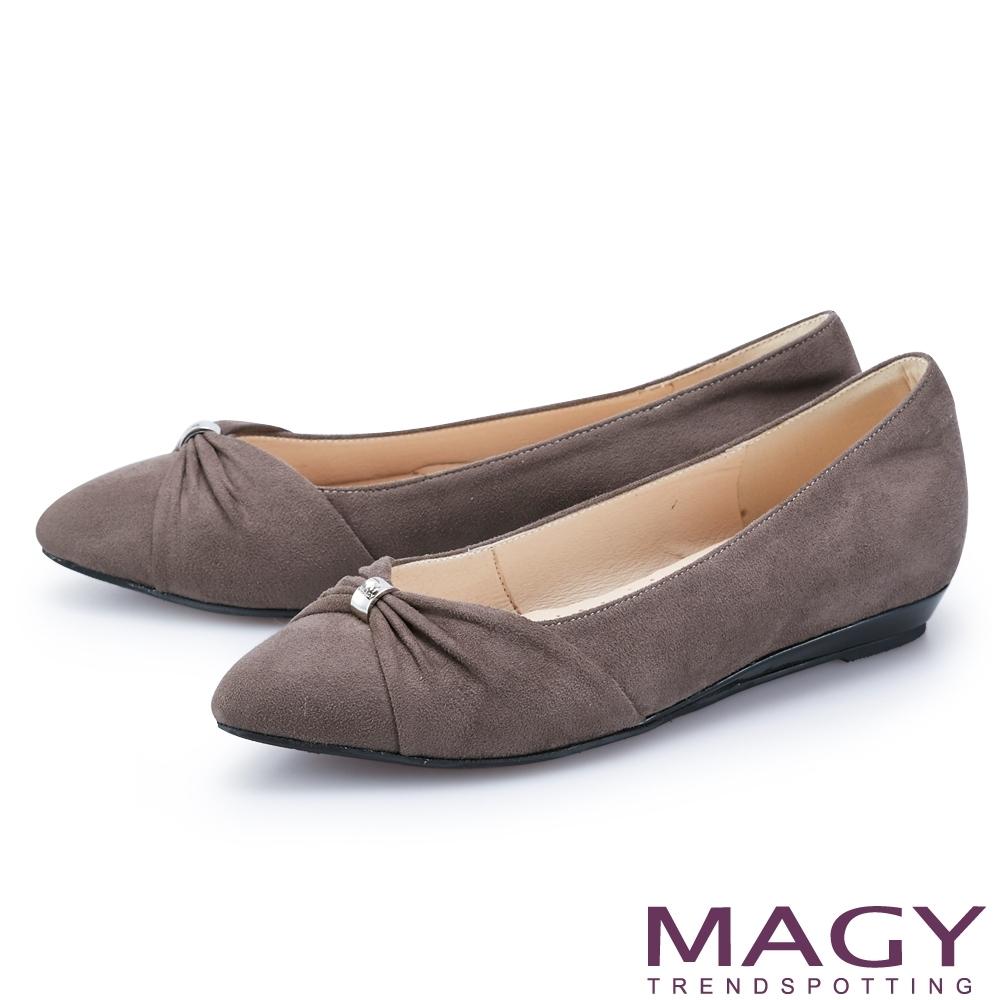 MAGY 抓皺五金絨布尖頭 女 平底鞋 可可