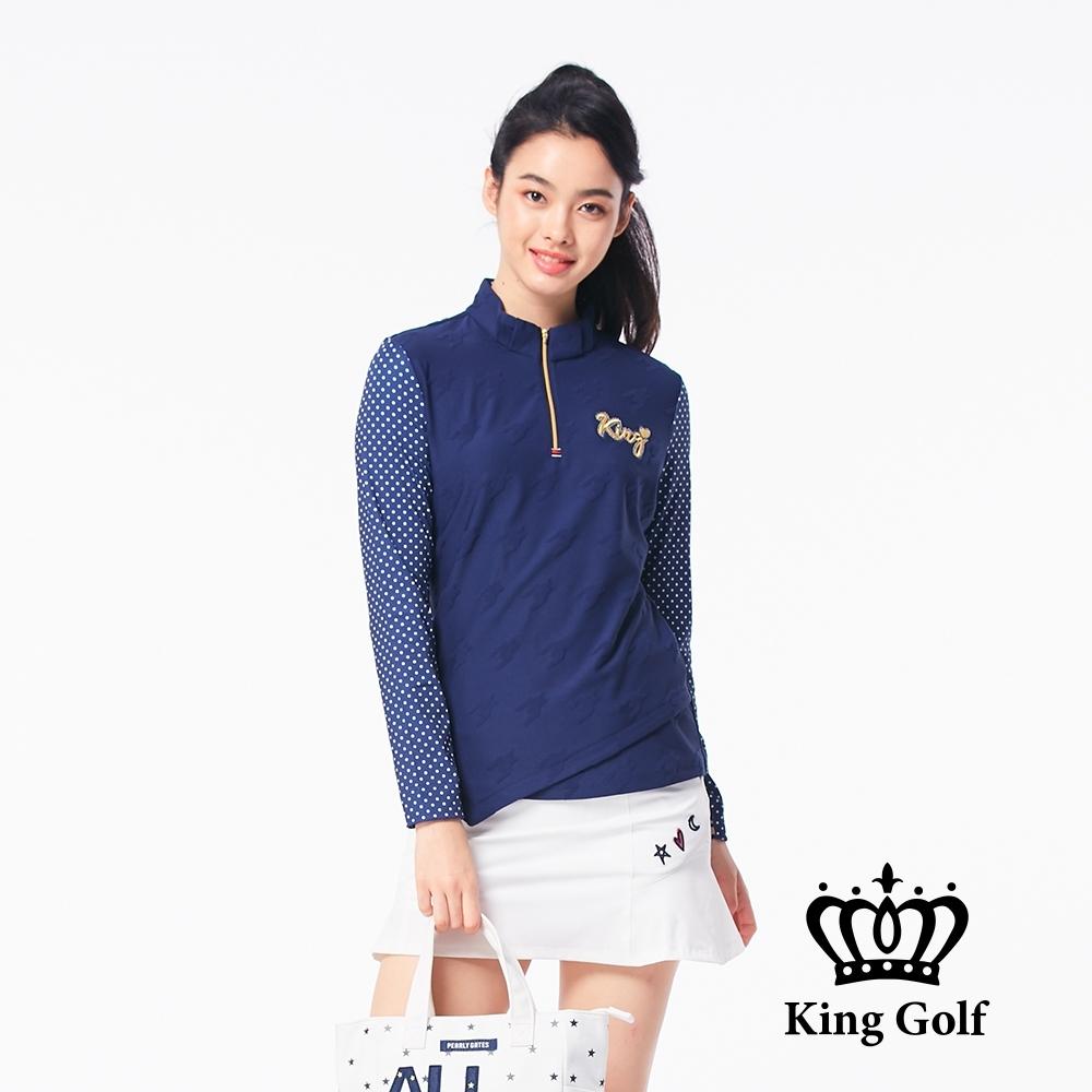 【KING GOLF】不規則下擺拼接點點袖立領拉鍊長袖POLO衫-藍色
