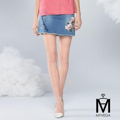 MYVEGA麥雪爾 MA高含棉刺繡抽鬚牛仔短裙褲-藍
