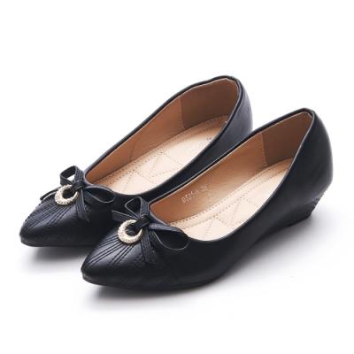 A one  尖頭鑽飾蝴蝶結車線造型小坡跟鞋-黑色