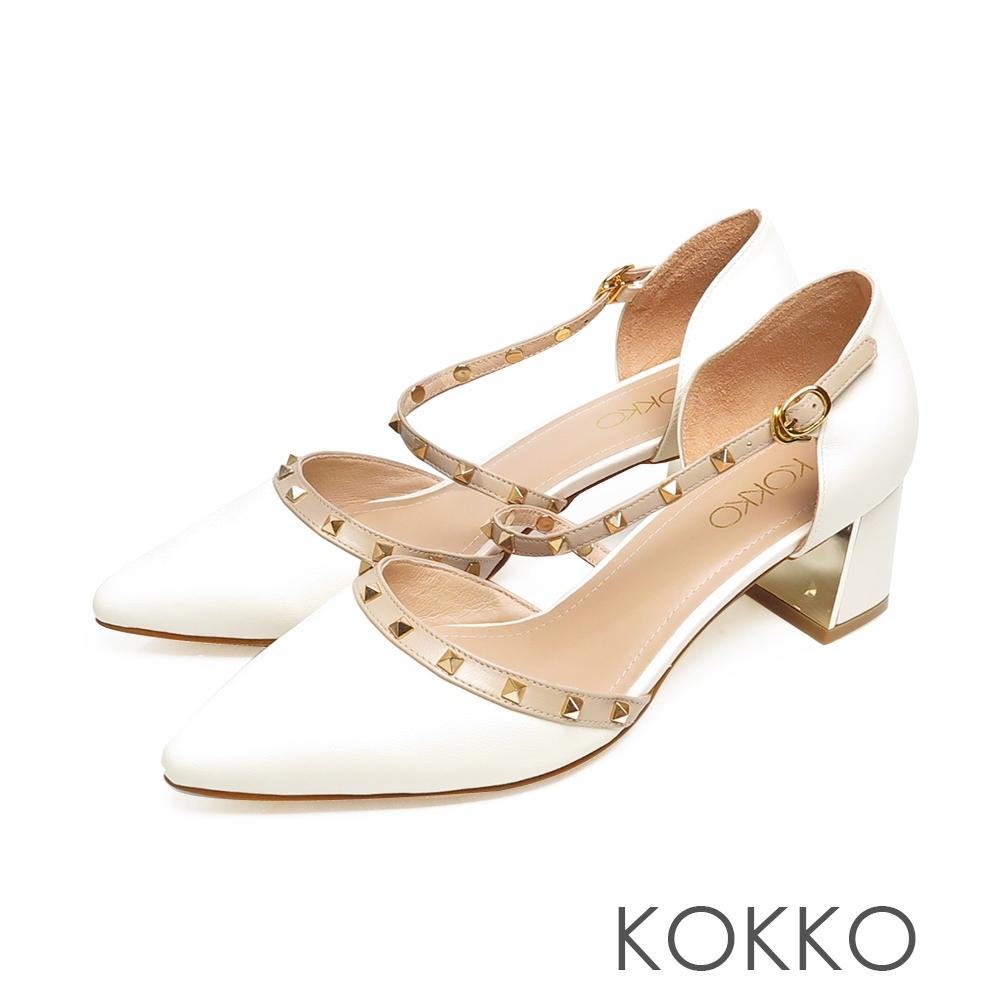 KOKKO優雅尖頭小牛皮鉚釘瑪莉珍鏡面粗跟鞋奶霜白