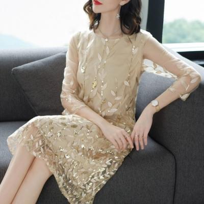 【韓國K.W.】刺繡進口蕾絲七分袖洋裝