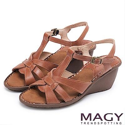 MAGY 簡約時尚風情 嚴選牛皮編織造型坡跟涼鞋-棕色