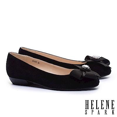 低跟鞋 HELENE SPARK 浪漫柔美晶鑽手工花飾羊麂皮粗低跟鞋-黑