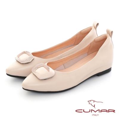 【CUMAR】同面色飾釦尖頭內增高平底鞋-米白