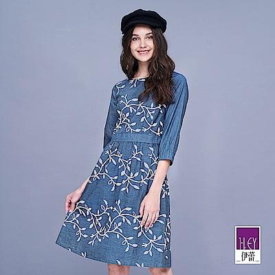 ILEY伊蕾 典雅花草系膠印薄牛仔洋裝(藍)
