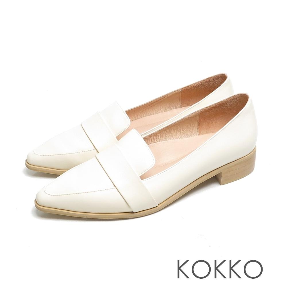 KOKKO經典尖頭小牛皮素面舒壓低跟鞋霧米色