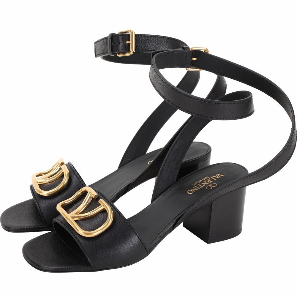 VALENTINO 60mm V 黃銅金屬小牛皮繞帶涼鞋(黑色)