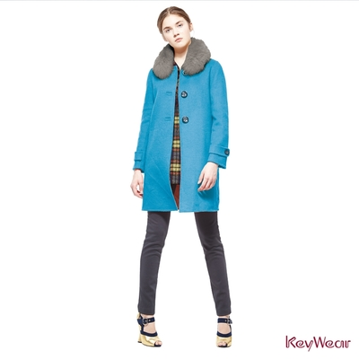 KeyWear奇威名品    經典狐狸毛領毛呢手工大衣-水藍色