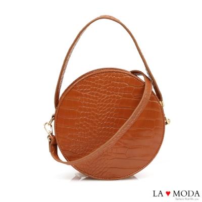 La Moda 時尚百搭設計感蛇紋壓紋漆皮輕巧肩背斜背小圓包(棕)