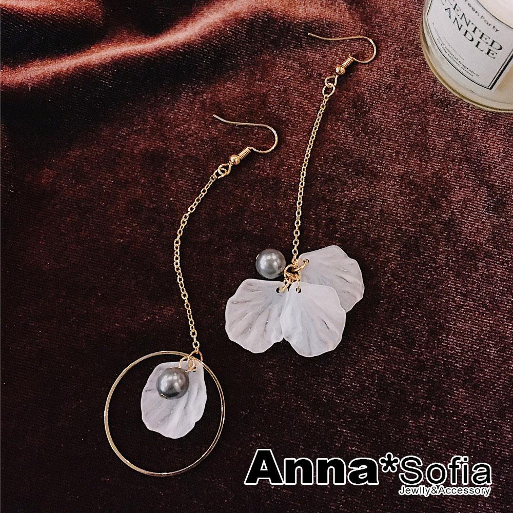 AnnaSofia 搖曳紗瓣灰珠 不對稱耳針耳環(金系)