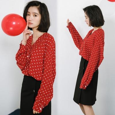 【韓國K.W.】(預購)時尚純淨花盛點點上衣-1色