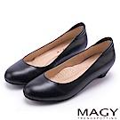 MAGY 氣質OL 親膚防磨素面牛皮低跟鞋-黑色