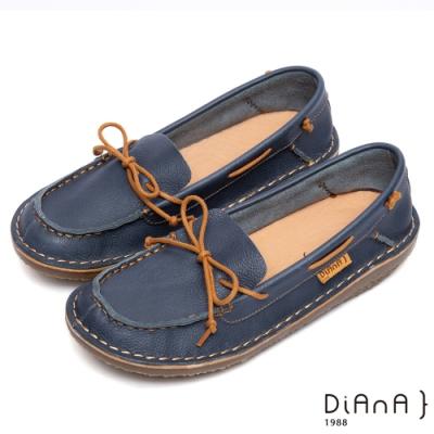 DIANA經典原味-蝴蝶結綁帶真皮方頭鞋-深藍