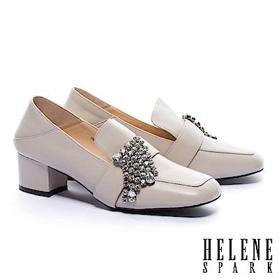高跟鞋 HELENE SPARK 華麗晶鑽後踩式復古潮流方頭粗高跟鞋-米