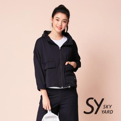 【SKY YARD 天空花園】寬版刺繡收帽式外套-黑色