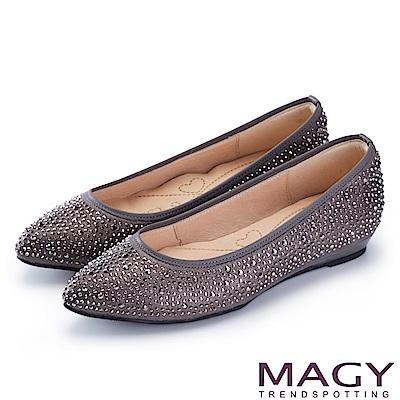 MAGY 低調奢華的美感 閃耀水晶鑽飾尖頭平底鞋-灰色