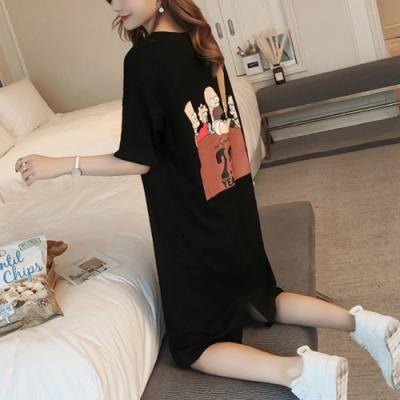 2F韓衣-個性卡通人物字母印花洋裝-黑-(M-2XL)