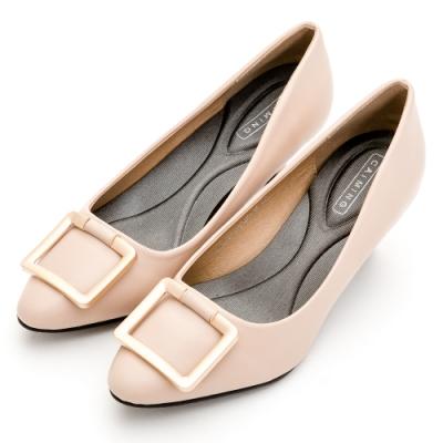 River&Moon中大尺碼-方金扣通勤記憶鞋墊尖頭跟鞋-裸粉杏